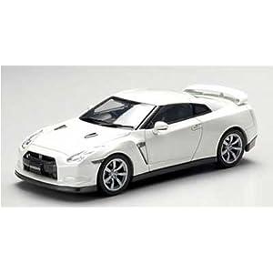 【クリックで詳細表示】Amazon.co.jp | 1/43 NISSAN GT-R (ホワイト) | おもちゃ 通販