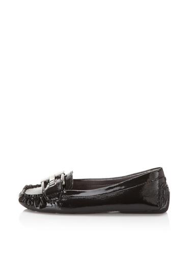 Adrienne Vittadini Women's Tyler Moc Flat (black crinkle patent)