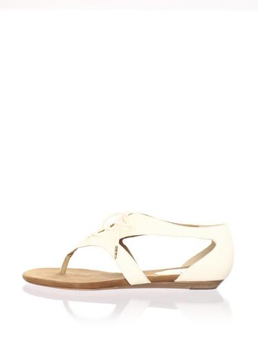 Pour La Victoire Women's Rulah Flat Sandal (Cream)
