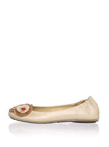 Chocolat Blu Women's Clive Ballet Flat (Beige)
