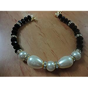 Mona Jewels Pearl Bracelet with Crystals