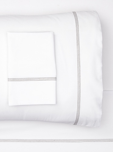 sOUP Home Mead Solid Sheet Set with Contrast Stitch (White/Charcoal)