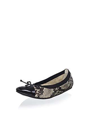 Adrienne Vittadini Footwear Women's Verona Ballet Flat (Taupe)