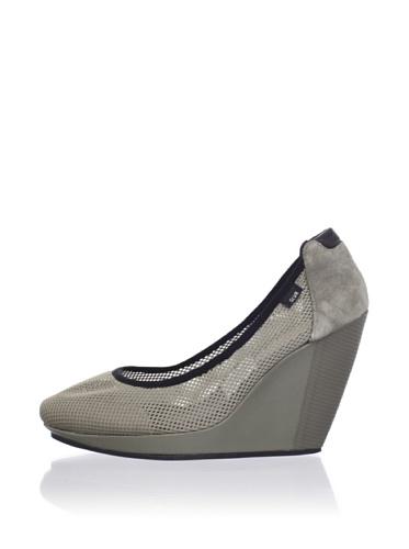 adidas SLVR Women's SLVR Ballerina Wedge (Tarnish/Doeskin/Black)