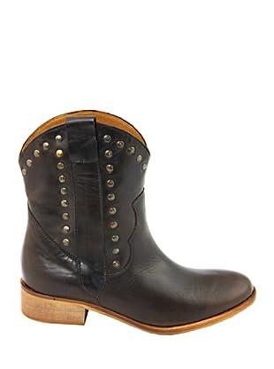 Eye Shoes Botines Tachuelas (Chocolate)