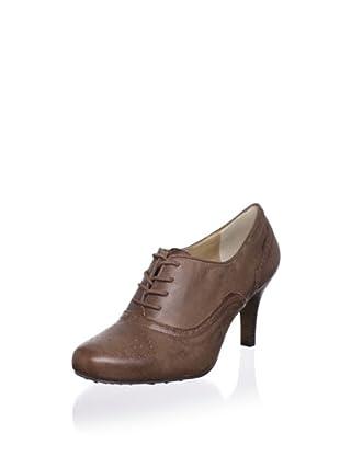 Adrienne Vittadini Footwear Women's Penn Pump (Dune)