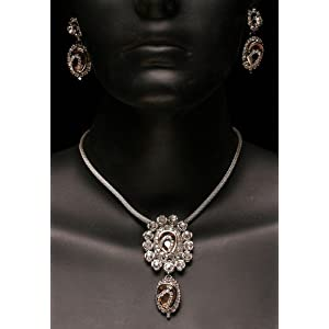Arvoka's Silver Plated Pendant with Earring