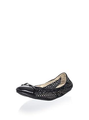 Adrienne Vittadini Women's Midas Ballet Flat (black crinkle patent)