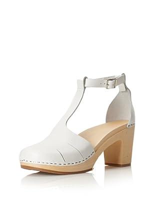 swedish hasbeens Women's Baskemolla Duck Toe T-Strap Sandal (White)