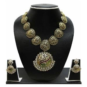 Kundan Necklace Set By Zaveri Pearls