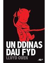 Un Ddinas, Dau Fyd (Welsh Edition)