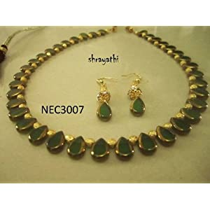 Small green glass beads necklace set