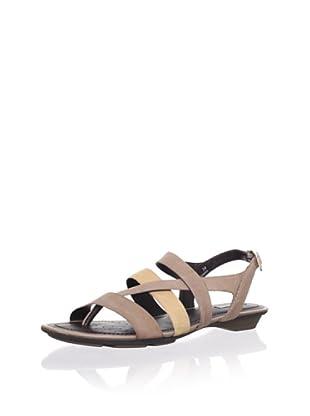Geox Women's Felisa Flat Sandal (Brown/Camel)