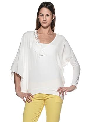 Crema Blusa Asimétrica Manga Campana (Blanco)