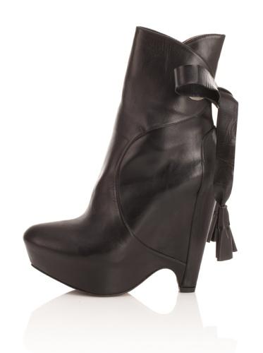 Pura Lopez Women's Wedge Ankle Boot (Black)
