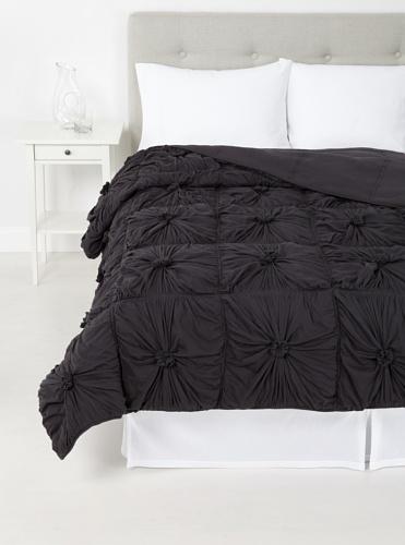 lazybones Rosette Quilt, Charcoal, Queen