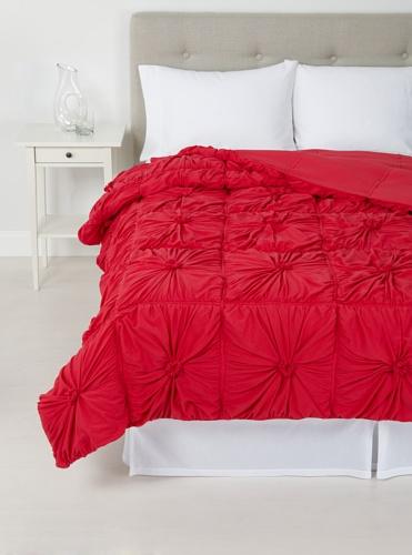 lazybones Rosette Quilt, Cherry, Queen