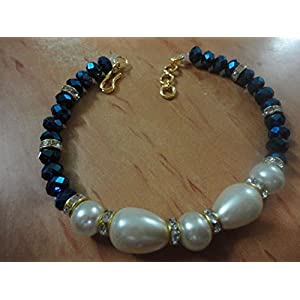 Mona Jewels Pearl Bracelet in Cream and Blue