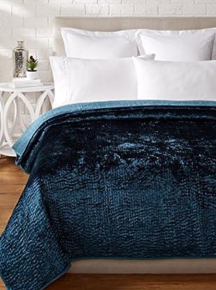 Villa Home Karri Rayon Velvet Quilt