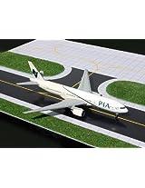 1:400 Gemini Jets Boeing 777 200 Pia Reg #Ap Bgj (Pre Painted/Pre Built)