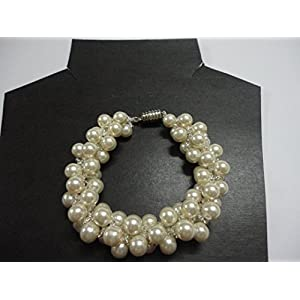 Mona Jewels Pearl Clustered Bracelet