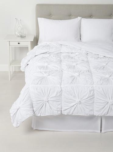 lazybones Rosette Quilt (White)