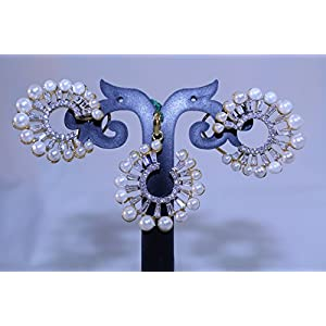 eNV Pearls and diamonds a perfect combination pendent set. jewellery Set