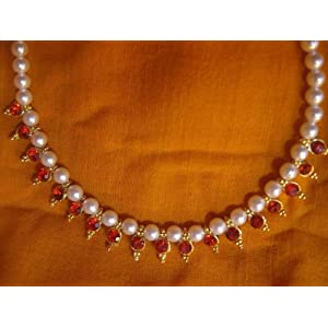 Maroon Beds Pearl Necklace