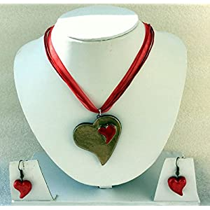 Anikalan Designs Green and Red Heart Pendant Terracotta Necklace Set