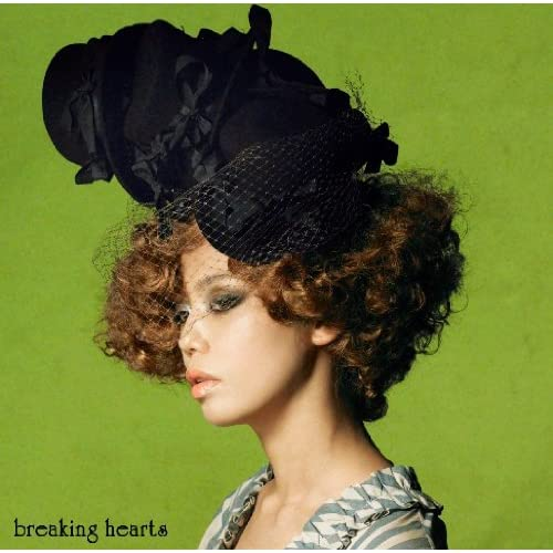 『breaking hearts(初回限定盤)(DVD付)』 Open Amazon.co.jp