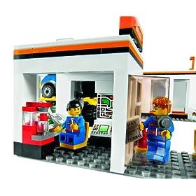 レゴ自動車修理工場のでっかいトラックの写真