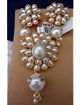 White pacchi stone pendant