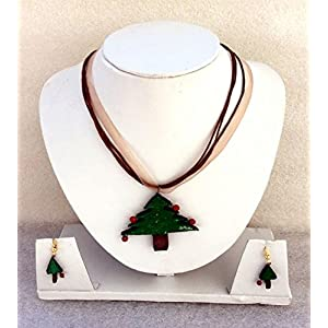 Anikalan Designs Christmas Tree Pendant with earrings Terracotta Necklace Set