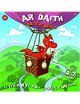 Ar Daith (Llyfr Hwyl Dwli/Dwli's Fun Book)