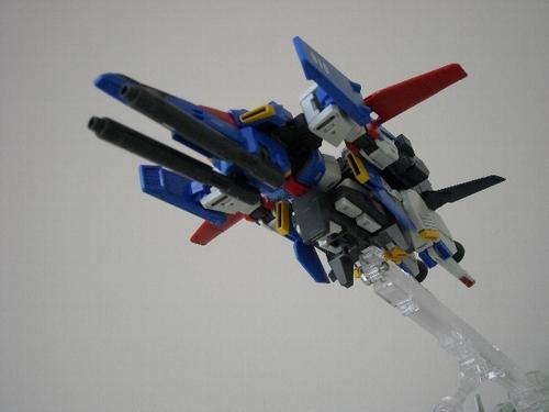 戦闘機形態がトランスフォーマーで言うところの見立て変形に見えて前々魅力的でない。
