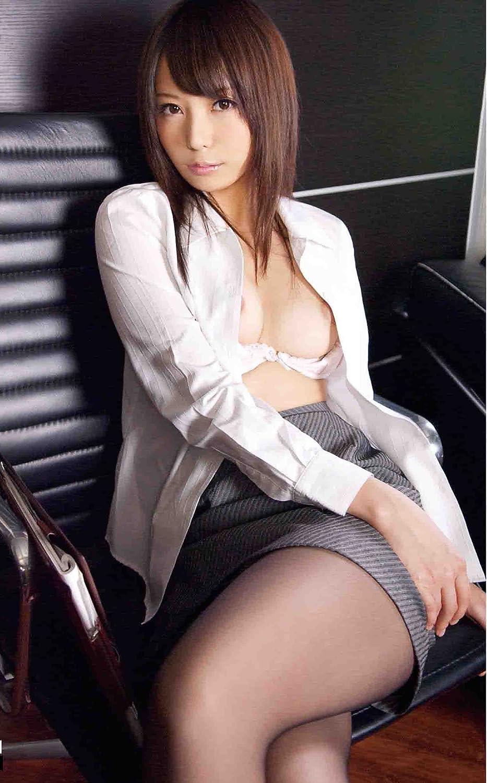 社長室で脱がされる美人秘書