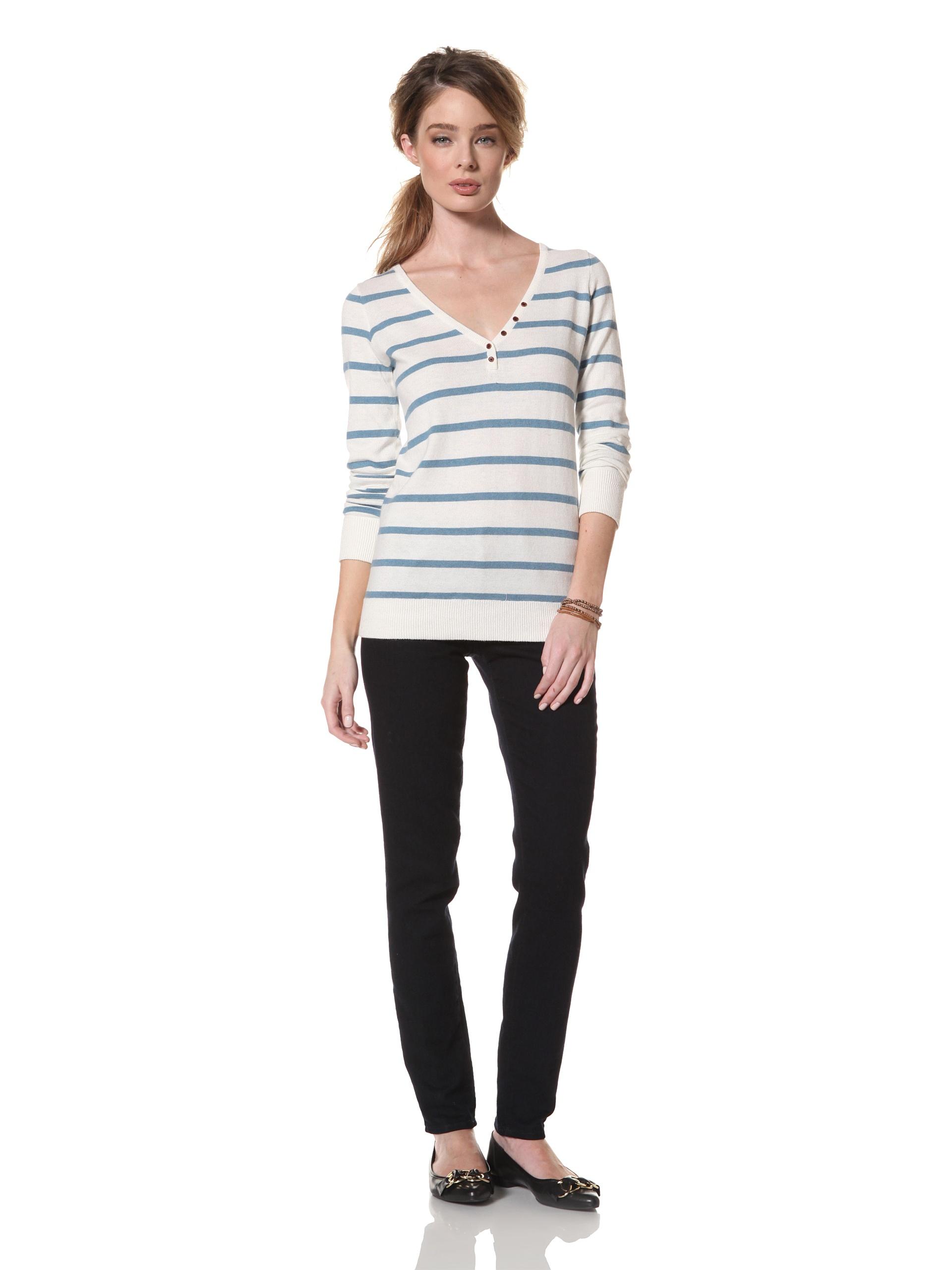 Trovata Women's Renton Classic V-Neck Sweater (Antique White Stripe)