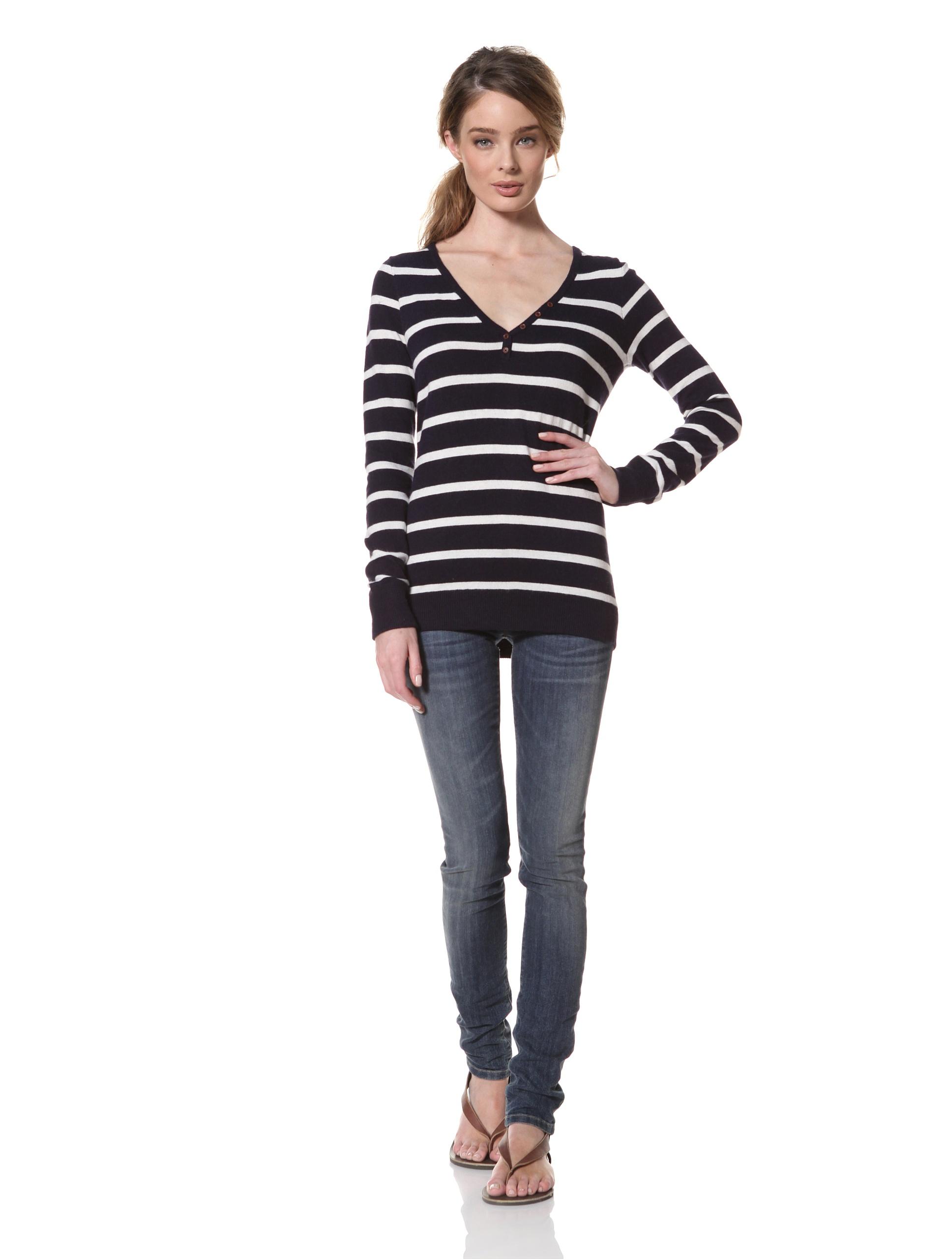 Trovata Women's Renton Classic V-Neck Sweater (Navy-Multi Stripe)
